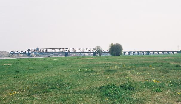 Eisenbahnbrücke Duisburg-Hochfeld (1927), Duisburg