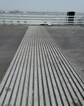 The expansion joints at the Hutong Bridge north of Shanghai feature a length of 36 m each
