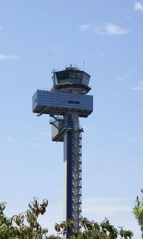 Aéroport international de Düsseldorf - tour de contrôle