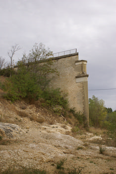 Bonnieux - Remains of a former railroad bridge across the Calavon