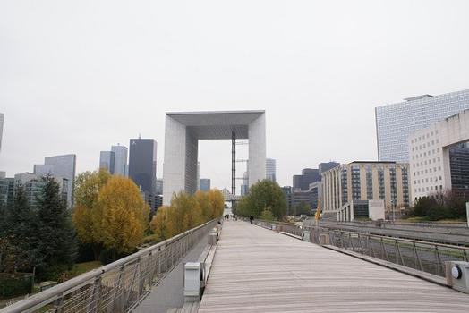 Paris-La Défense – Great Arch of La Défense & La Jetée