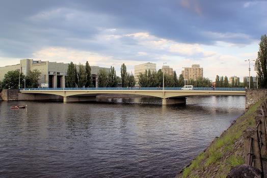 Pokoju Bridge