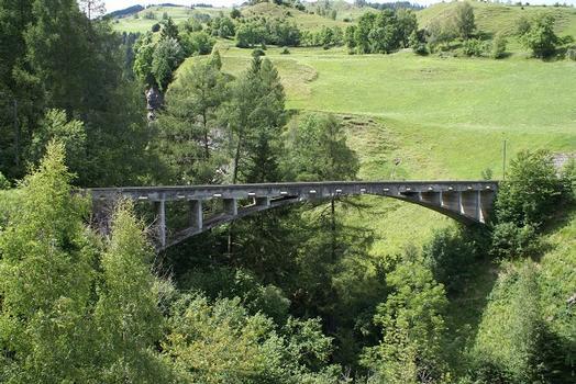 Brücke über den Val Tschiel-Bach
