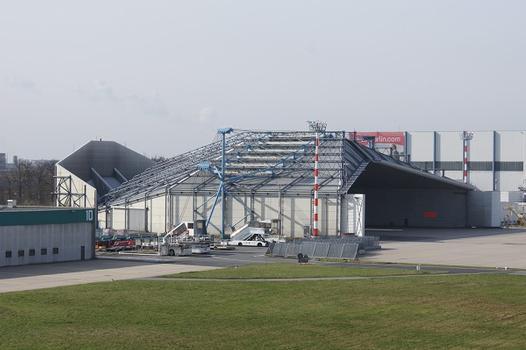 Aéroport Düsseldorf-International – Halle d'essais et de protection phonique