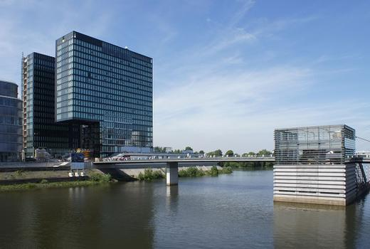 Medienhafen Düsseldorf – Hafenspitze – The Living Bridge – Hyatt-Regency Hotel