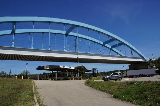 Pont sur le péage de l'A7 à Bonpas