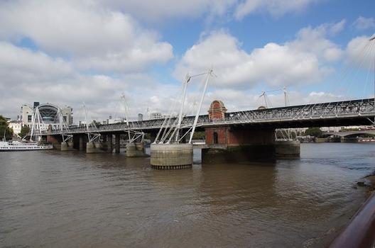 Hungerford Bridge – Golden Jubilee Bridges