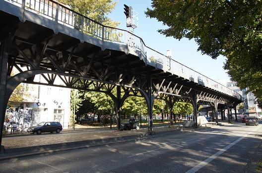 U 1 Subway Line (Berlin) – Hochbahnviadukt Oberbaumstraße