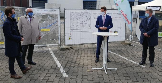 """Pilotprojekt """"Brückenwächter"""": Veranstaltung zur Freischaltung : Freischaltung mit NRW-Verkehrsminister Hendrik Wüst und Straßen.NRW-Abteilungsdirektor Thomas Oehler (2. v.l.)"""