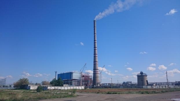 Schornstein des Kraftwerkes GRES-2