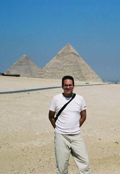 Nicolas Janberg in front of the pyramids of Cheops and Chefren.
