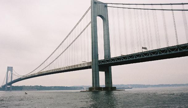 Verrazano Narrows Bridge, New York.