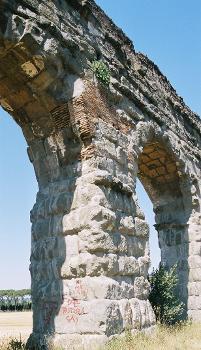 Aqua Claudia / Anio Novus, Aqueduct Parc near Rome