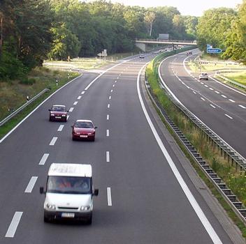 Die Autobahn 11 Berlin–Stettin an der Abfahrt Finowfurt (Gemeinde Schorfheide), Brandenburg. : Die Autobahn 11 Berlin–Stettin an der Abfahrt Finowfurt (Gemeinde Schorfheide), Brandenburg.