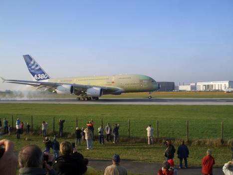 Touchdown of the first A 380 at the Finkenwerder Airport, the site of the Airbus facility in Hamburg  : Touchdown of the first A 380 at the Finkenwerder Airport, the site of the Airbus facility in Hamburg
