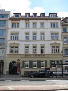 Das Alte Hallenbad in Heidelberg-Bergheim: Ansicht von der Bergheimer Straße