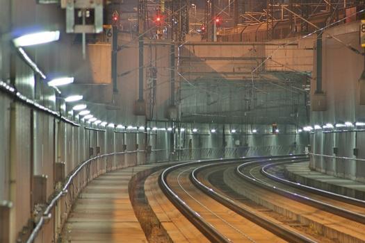 Blick in den Auditunnel vom Bahnsteig des Ingolstädter Nordbahnhofs aus