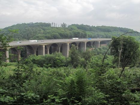 Pont sur la vallée du Diepmannsbach à Remscheid-Lennep 1995)
