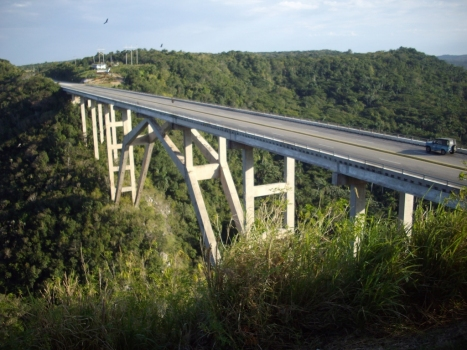 Bacunayagua-Brücke