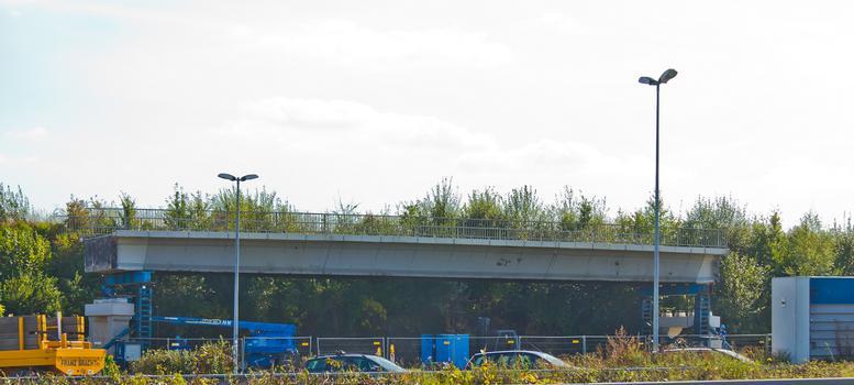 Die Autobahn-Überführung Weg Hesseler wurde in der Nacht 29./30.September 2012 auf den Rastplatz Vellern transportiert, wo sie als Baudenkmal aufgestellt bleibt