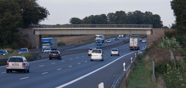 Überführung Weg Hesseler von Süden (A2), einen Tag vor Abbau der Brücke.