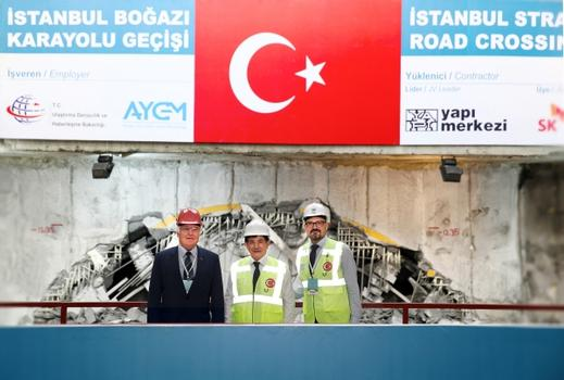 After 16 months of tunnelling, on August 22, 2015 a tunnel boring machine from Herrenknecht successfully crossed under the Bosphorus. Well-wishers on the breakthrough celebration included the Turkish Prime Minister Ahmet Davutoğlu (mid), vice chairman Erdem Arıoğlu from Turkish construction company Yapı Merkezi (right) and company founder and Chairman of the Board of Management from Herrenknecht, Dr.-Ing. E.h. Martin Herrenknecht.