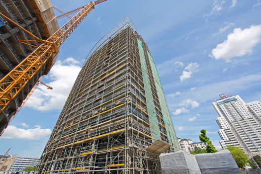 For all reworking on the building facades, PERI has provided PERI UP Rosett facade scaffolding. This scaffold system has also been designed for fast assembly and safe working conditions