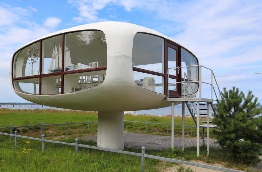 Binz Lifeguard Station 2