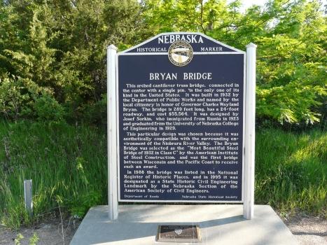 Gedenkplatte in der Nähe der Bryan Bridge