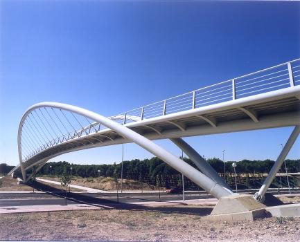 Geh- und Radwegbrücke über die Ronda Hispanidad