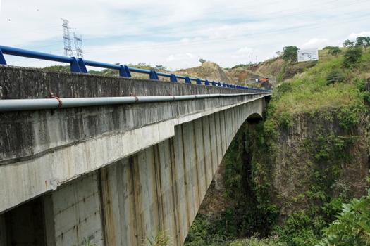 Puente sobre el Río Virilla