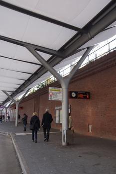 Bushaltestellen am Bahnhof Barmbek