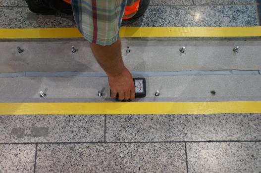 Anbringung einer POLYFLEX®SLIM-PU-Dehnfuge am Hauptbahnhof Zürich