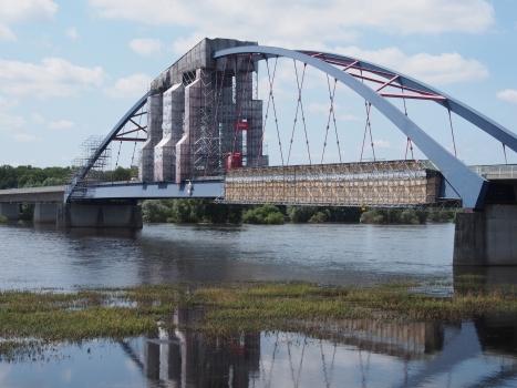 Elbebrücke Dömitz mit Einrüstung für Wartungsarbeiten