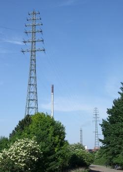 Maste der Freileitungskreuzung Duisburg-Rheinhausen