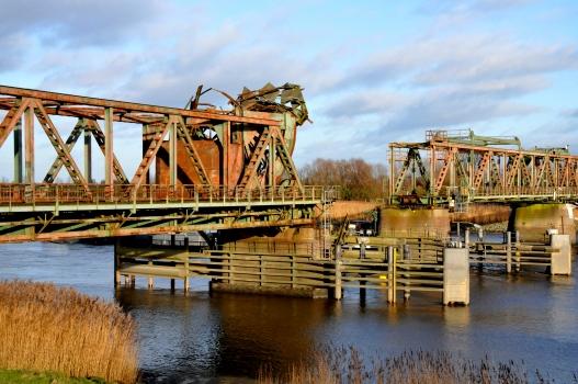 Pont ferroviaire de Weener après la collision d'un bâteau avec la travée basculante