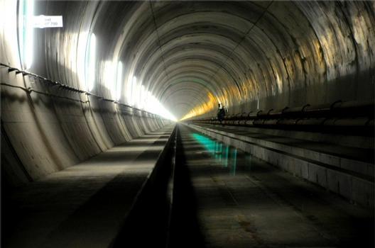 Gotthard-Basistunnel / Amsteg / Weströhre, ohne Eisenbahnschienen.