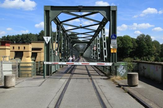 Pont ferroviaire sur le lac de Hengstey