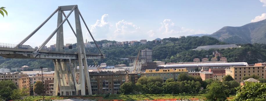 Viaduc de Polcevera aprés l'éffondrement partiel du pont