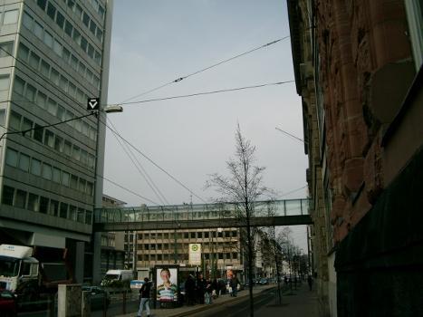 Verbindungssteg, Commerzbankgebäude, Düsseldorf.