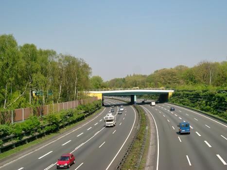 Brücke im Duisburger Zoo über die Autobahn