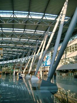 Terminal B, Zentralgebäude des Flughafen Düsseldorf-International.