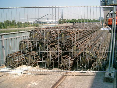 Medienhafen, Düsseldorf – Hafenbrücke «Am Handelshafen»