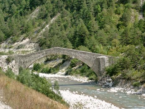 Pont de la Reine Jeanne, Saint-Benoît (04)