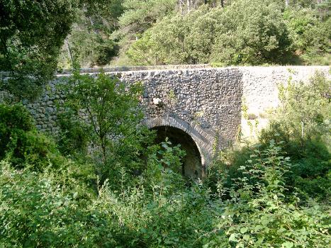 Römerbrücke across the Bues in Ganagobie / Lurs