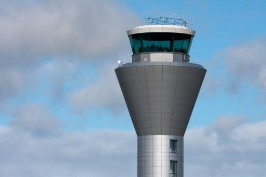 Kontrollturm am Flughafen Jersey
