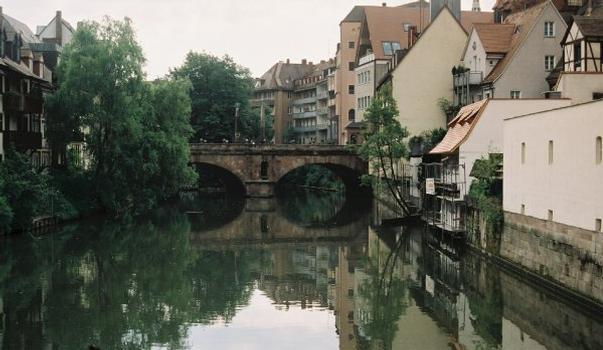 Partie rive gauche de la Karlsbrücke à Nuremberg, Allemagne