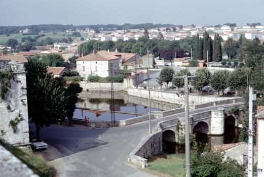 Brücke am Schloß von la Rochefoucauld