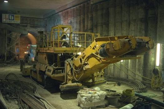 Machine de construction de tunnels dans la station Maxfeld
