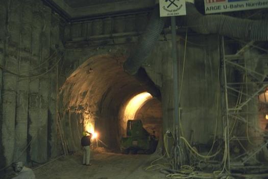 Entrée d'un tunnel à la station Maxfeld